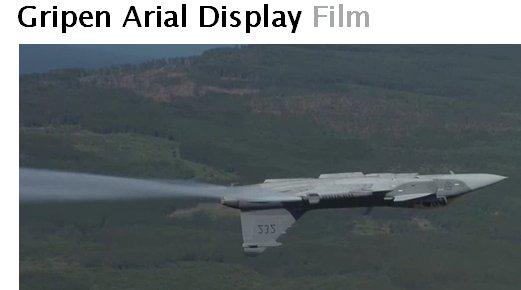 'Gripen Arial [sic!] Display Film' Spegelvänd bild av ett Gripen-flygplan som flyger upp och ner över Östergötland. Siffrorna '232' på stjärten är uppenbart spegelvända